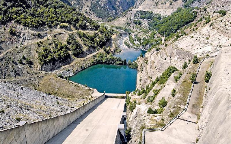 ΔΕΗ: Ανάπτυξη στις ΑΠΕ και μέσω υδροηλεκτρικών